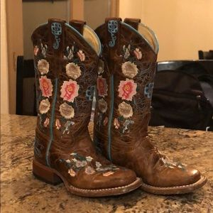 Macie Bean Cowgirl Boots (size 9)